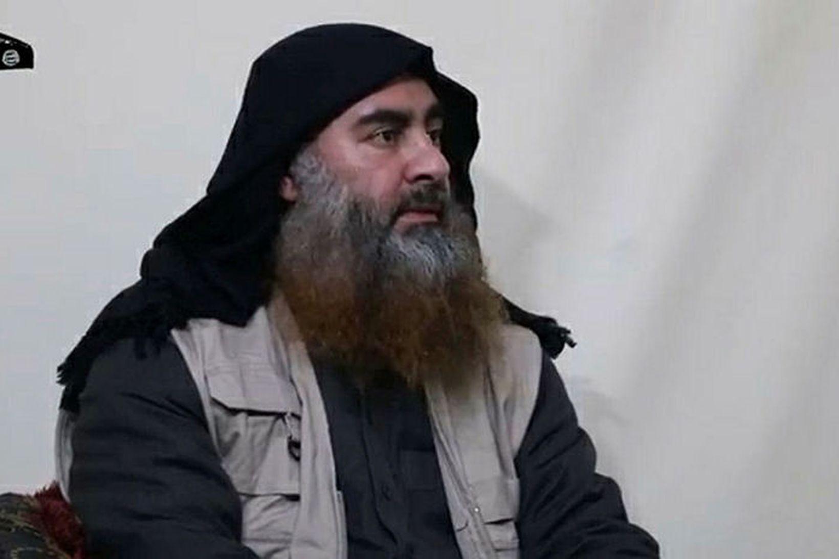Abu Bakr al-Baghdadi í myndbandinu.