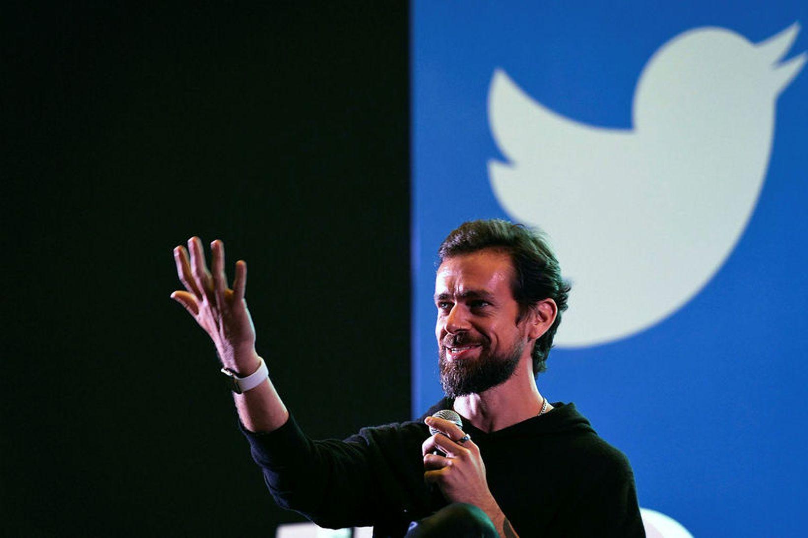 Jack Dorsey, forstjóri Twitter, segir að samfélagsumræðan standi frammi fyrir …