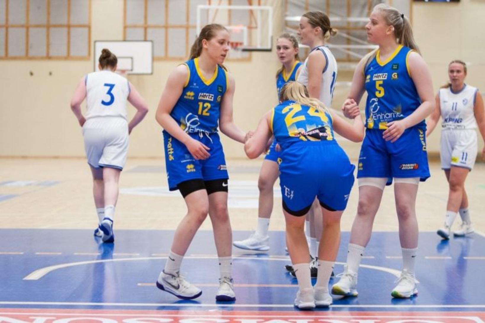 Natalía Jenný Lucic Jónsdóttir (12) skoraði 12 stig fyrir Grindvíkinga …