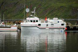 Báturinn Einar Guðnason strandaði við Gölt á utanverðum Súgandafirði í gærkvöldi.
