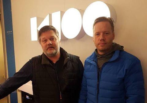 Jóhannes Kr. Kristjánsson fréttamaður og Sævar Guðmundsson kvikmyndagerðarmaður í viðtali á K100.