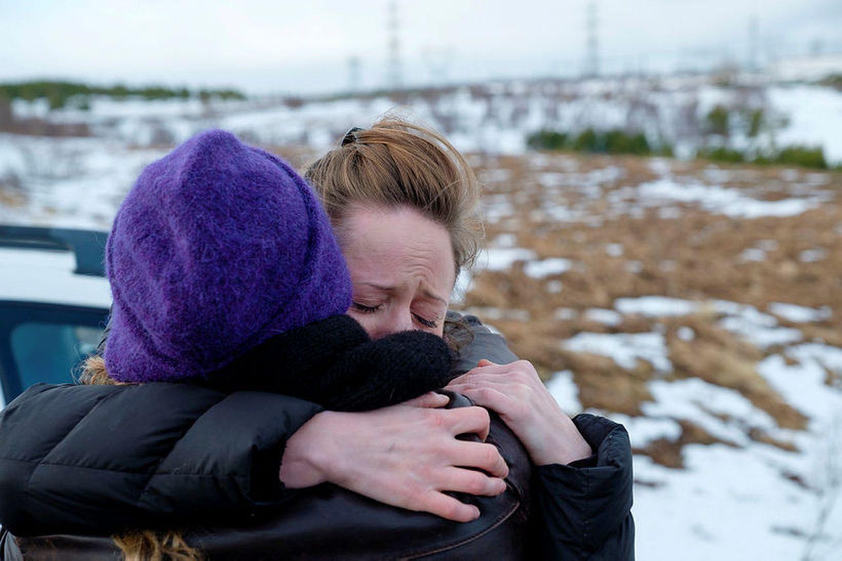 Nara Walker kvödd þegar hún hóf afplánun á Hólmsheiði.
