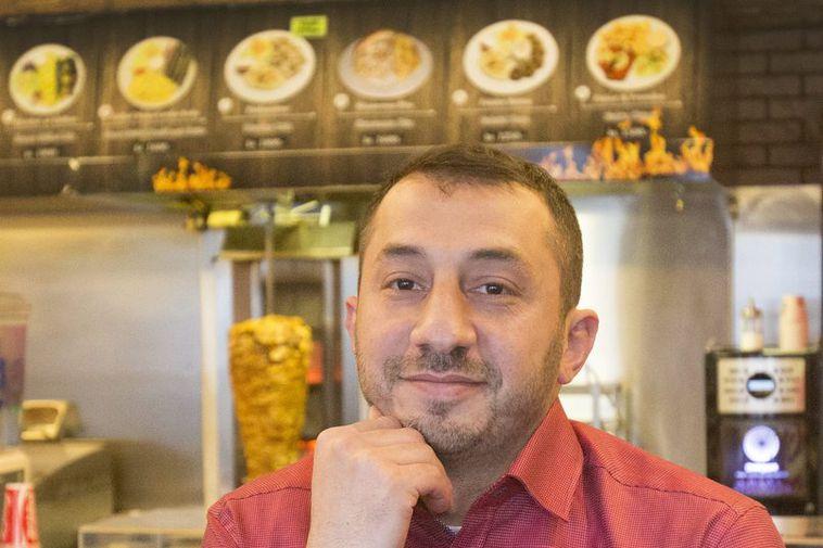 Yaman owns and runs the restaurant Ali Baba in Veltusund.