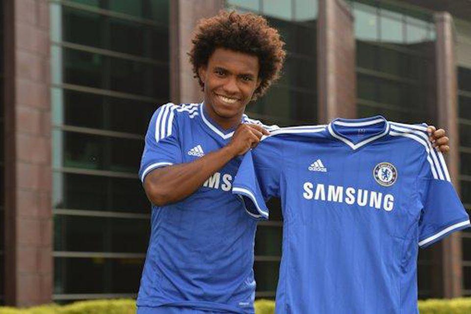 Chelsea keypti Willian af Anzhi í Rússlandi fyrir 30 milljónir punda.