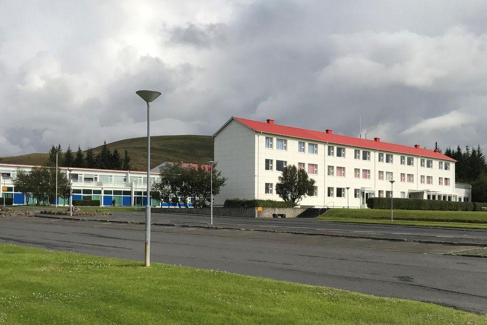 Starfsmannafundur verður í Reykjalundi í dag.