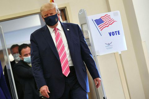 Forseti Bandaríkjanna, Donald Trump, greiddi atkvæði á bókasafninu í Palm Beach.