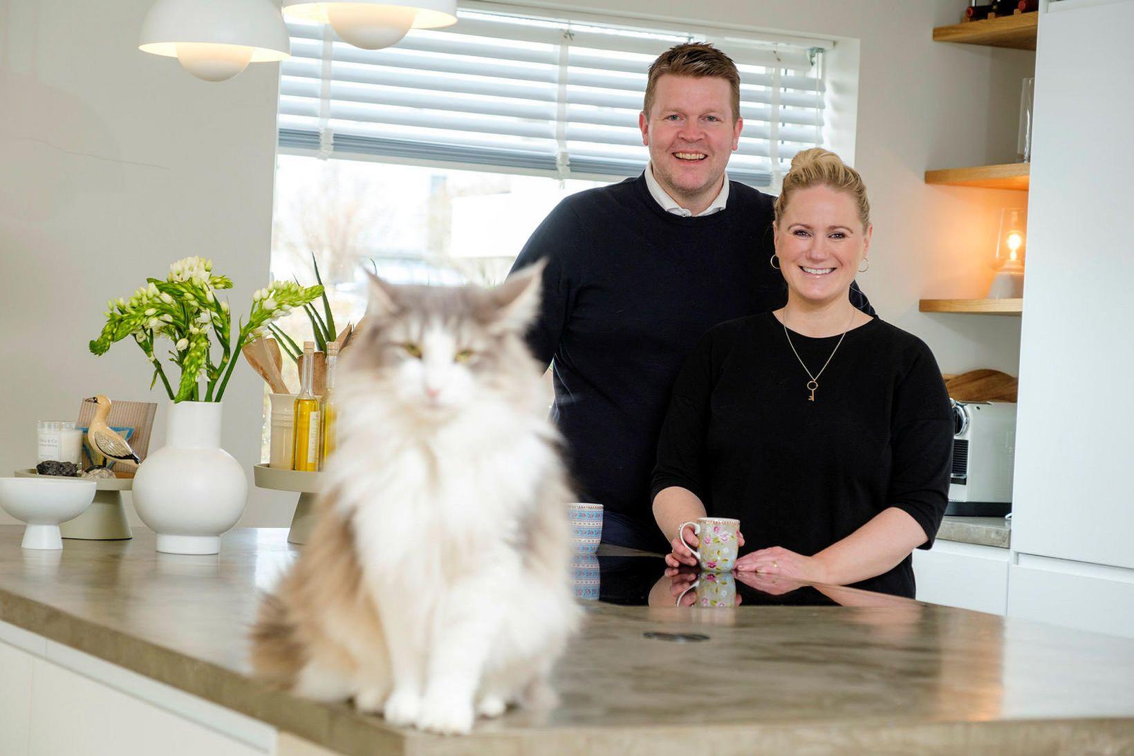 Hjónin Guðmundur Óskarsson og Kristín Þorleifsdóttir búa í fallegu húsi …