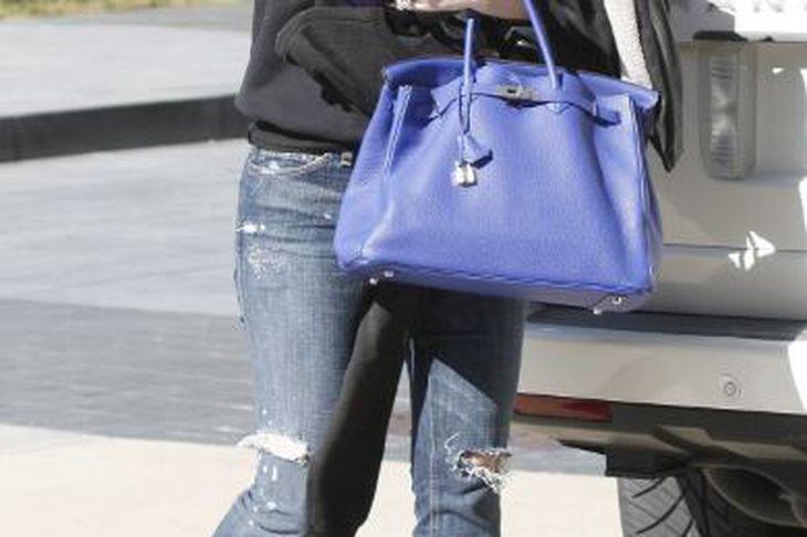 Khloé Kardashian er búin að nota strigaskóna.