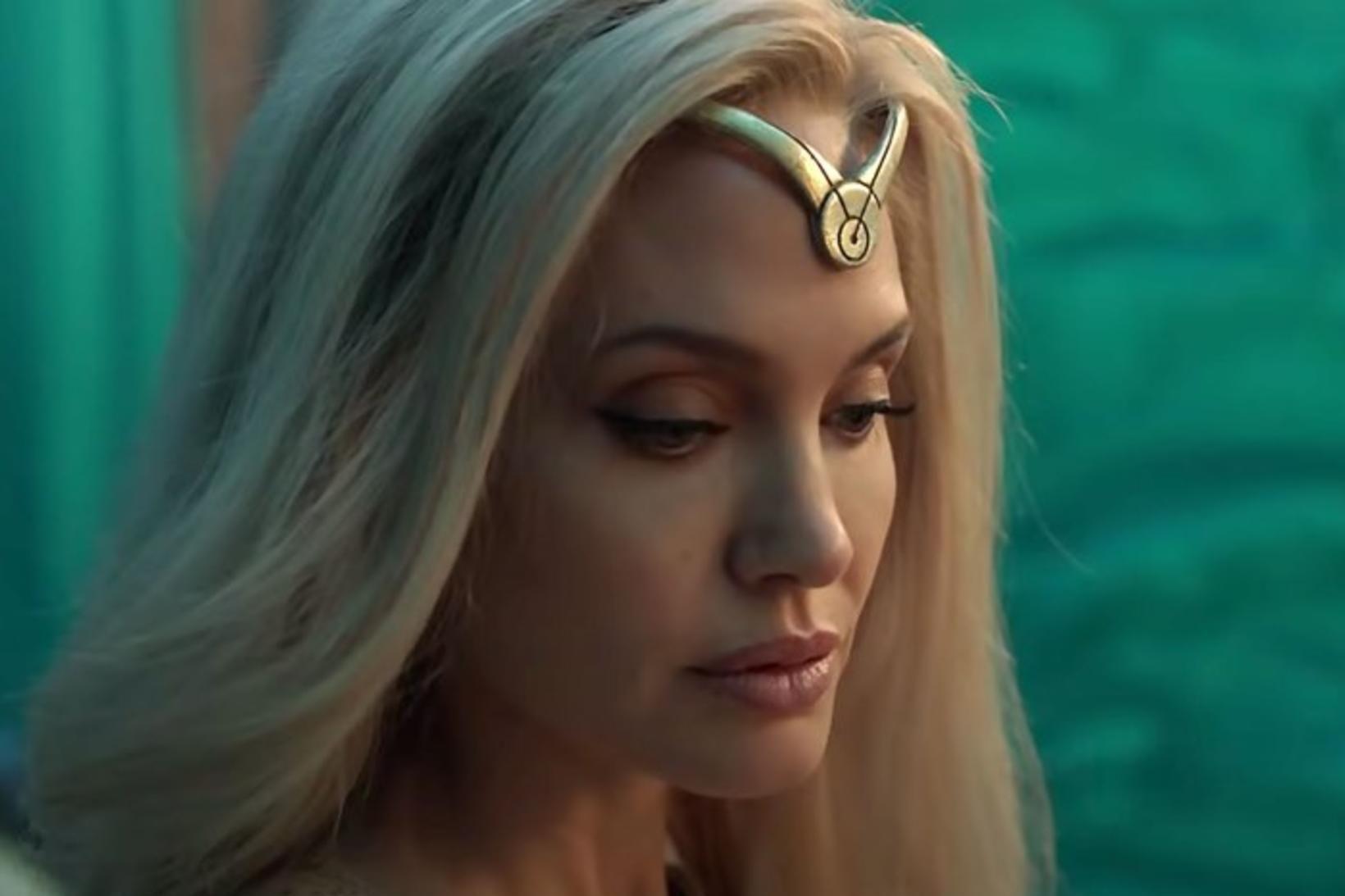Angelina Jolie er ljóshærð og geislandi í nýju Marvel ofurhetjumyndinni …
