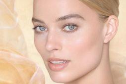 Óskarsverðlaunaleikkonan Margot Robbie er andlit Gabrielle Chanel Essence Eau de Parfum.