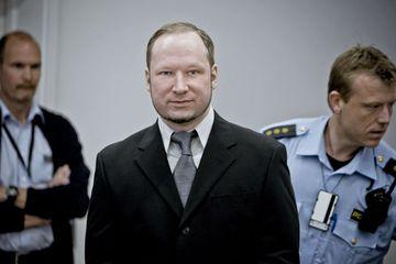 Anders Behring Breivik í réttarsalnum 9. maí.
