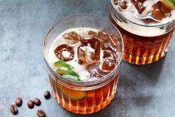 Gin og tónik með kaffiskoti.