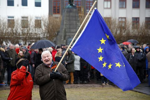 Polls show a majority of Icelanders are currently opposed to EU membership, but a majority also favours continued negotiations.