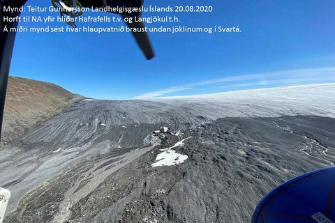 A view toward the northeast, over Langjökull glacier. The center of the photo shows where the flash flood occurred.