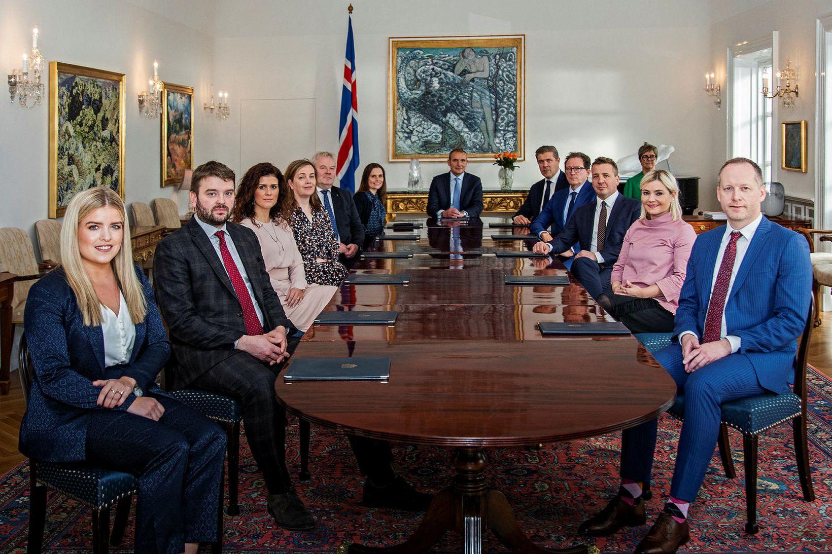 Ríkisstjórn Íslands ásamt Guðna Th. Jóhannessyni, forseta Íslands, á síðasta …