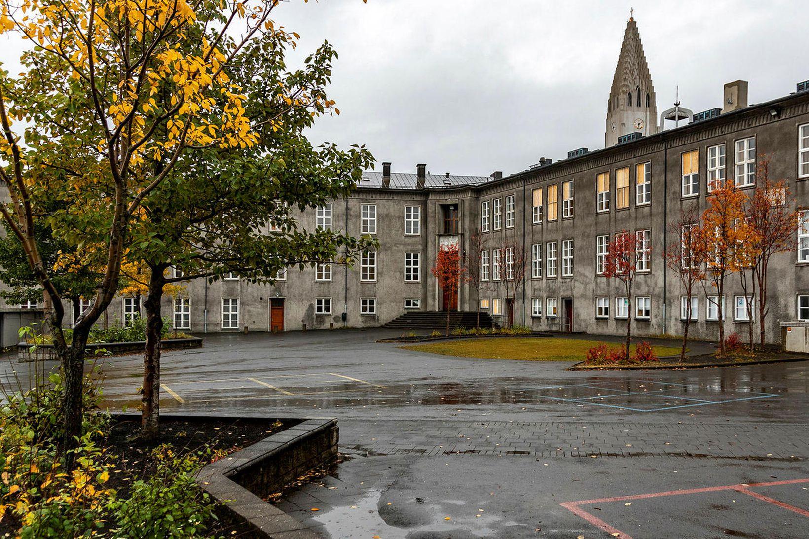 Allir nemendur unglingadeildar Austurbæjarskóla í Reykjavík eru í úrvinnslusóttkví þar …