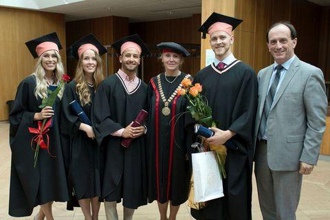 Students graduating last spring from left:  Erna Markúsdóttir, Þórdís Magnúsdóttir, Brynjar Jochumsson, Erika Halasova at the University medical department, Sveinn Rafnar Karlsson and consul Runólfur Oddsson.