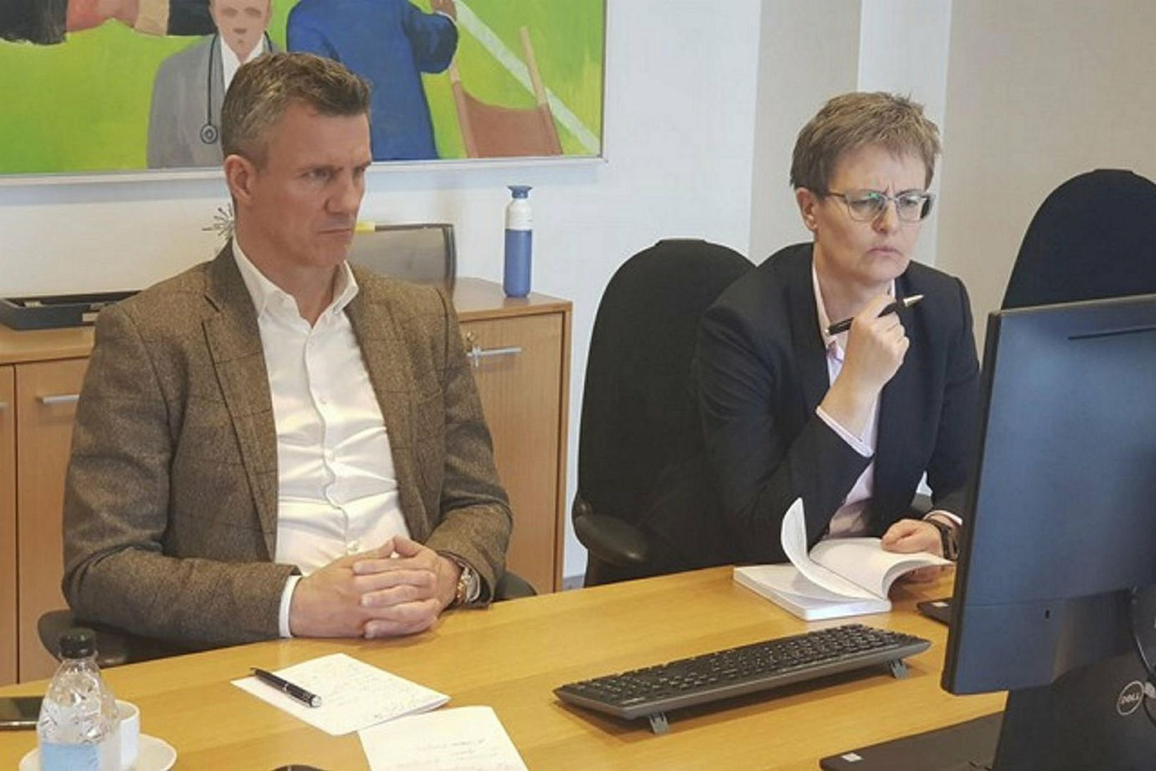 Guðni Bergsson og Klara Bjartmarz sátu fjarfund UEFA í höfuðstöðvum …
