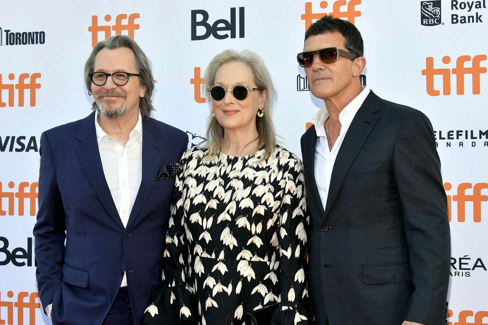 Gary Oldman, Meryl Streep, and Antonio Banderas á frumsýningu The ...