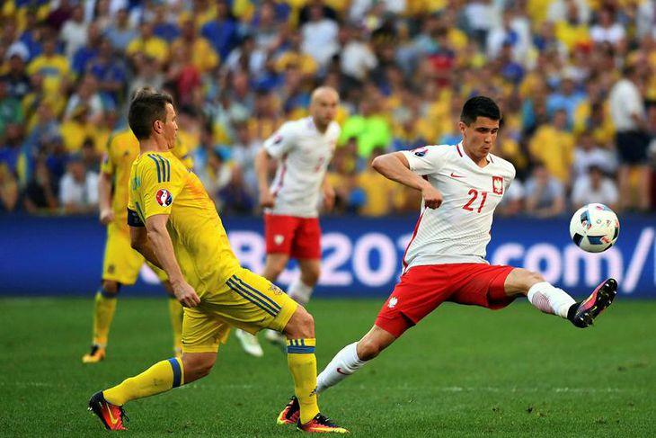 Bartosz Kapustka sem lék með Pólverjum á EM er kominn til Englandsmeistara Leicester.