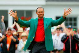 Tiger Woods í jakkanum græna eftir að hann vann Masters-mótið á síðasta ári.