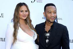 Chrissy Teigen og John Legend misstu ófætt barn sitt fyrir stuttu.