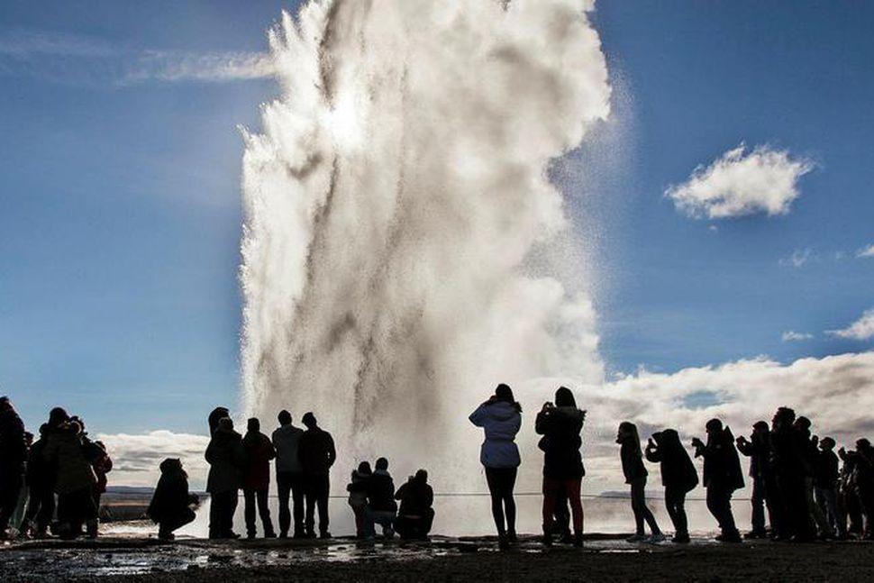 Mælt er með því að ferðast um Suðurlandið þegar millilent ...