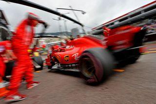 Kimi Räikkönen á Ferrari á æfingu í Mónakó í gær.