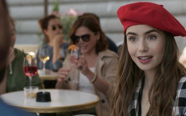 Emily í París fer til Saint-Tropez.