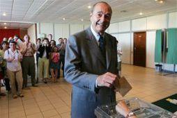 Jacques Chirac forseti og eiginkona hans Bernadette Chirac kusu snemma í morgun í þorpinu Sarran …