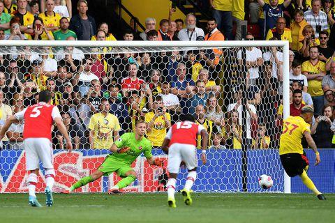 Roberto Pereyra að jafna metin fyrir Arsenal með marki úr vítaspyrnu.