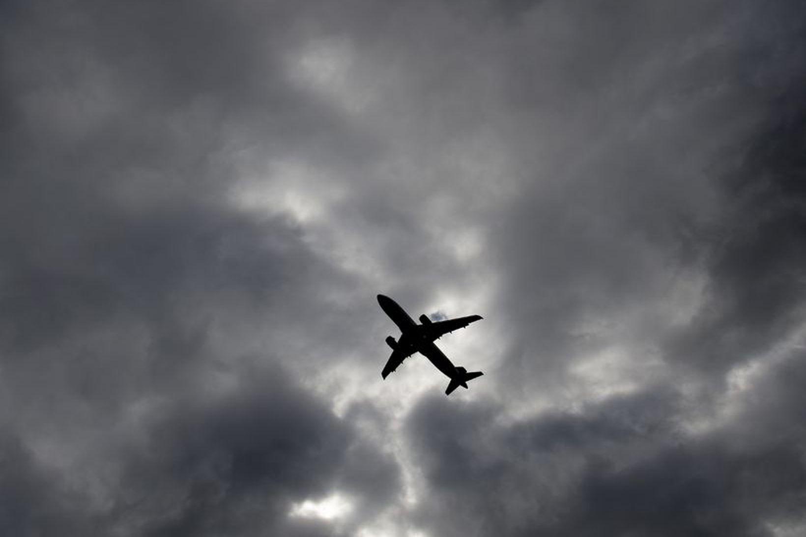 Barnið hafði verið í vél Icelandair frá Kanada til Bretlands …