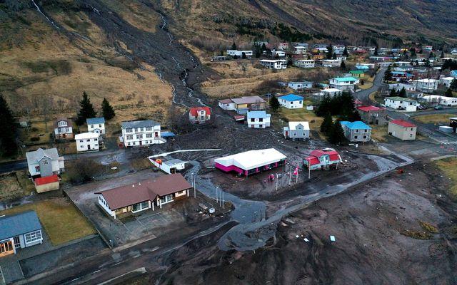 Frá Seyðisfirði eftir að stórar aurskriður féllu þar í desembermánuði.
