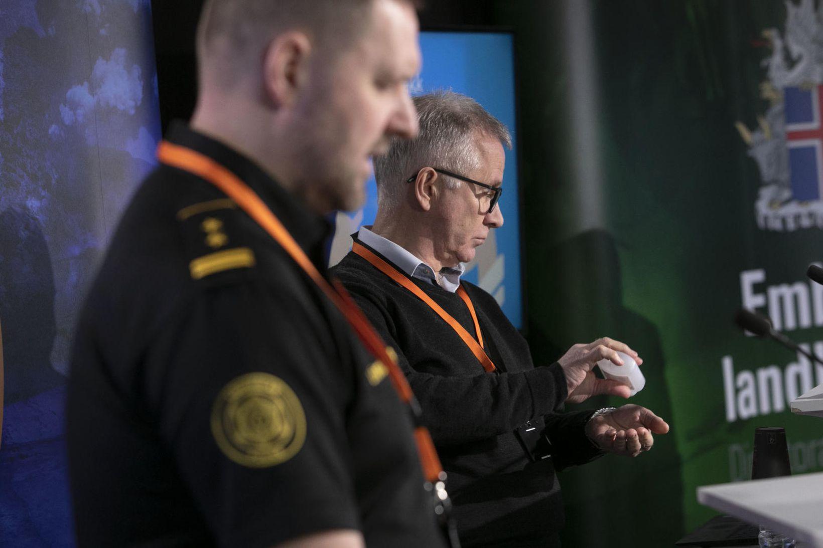 Rögnvaldur Ólafsson aðstoðaryfirlögregluþjónn og Þórólfur Guðnason sóttvarnalæknir.