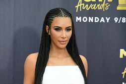 Kim Kardashian er ekki öll þar sem hún er séð.