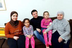 Hiba Al Jaraki, Maria, Maher Al Habbal, Sara og Raiseh Agha búa í Reykjavík og …