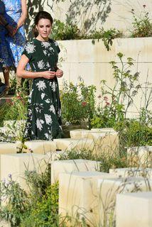 Hertogaynjan var í sumarlegum kjól á Chelsea Flower Show í London í vikunni.