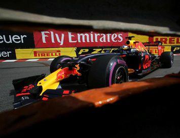 Daniel Ricciardo á ferð í Mónakó í dag.
