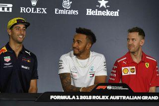 Þeir koma til að slást um helgina, f.v.: Daniel Ricciardo, Lewis Hamilton og Sebastian Vettel ...