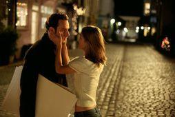 Andrew Lincoln og Keira Knightley á götunni frægu úr Love Actually.