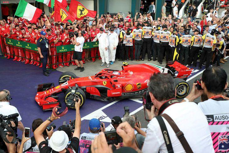 Vettel eftir sigurinn í Melbourne.
