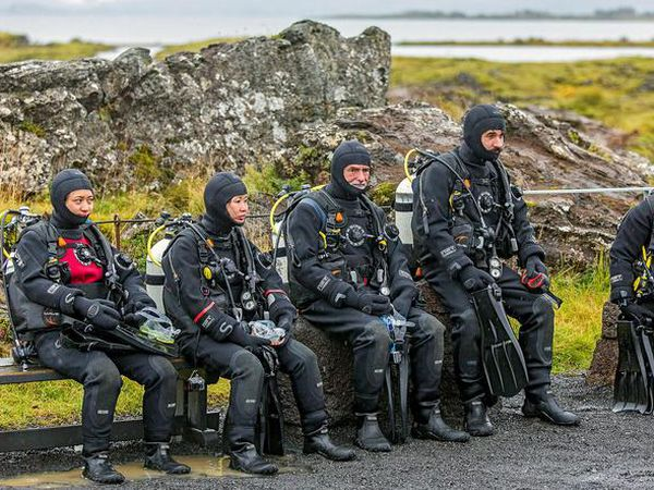 Tourists waiting to dive at Silfra.