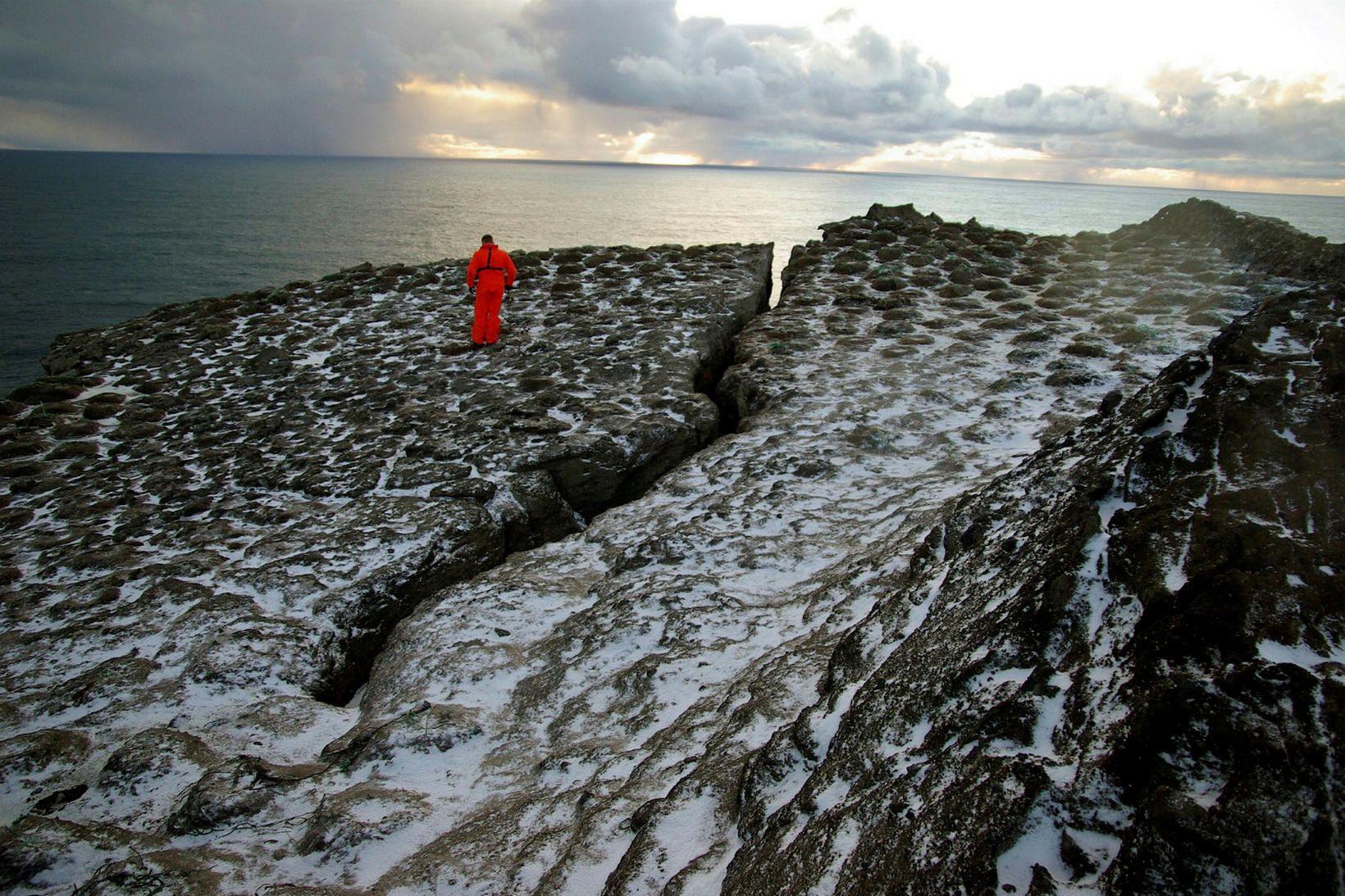 Sprungan í Eldey hefur gliðnað undanfarna daga.