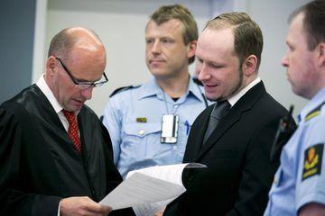 Breivik við réttarhöldin í dag.