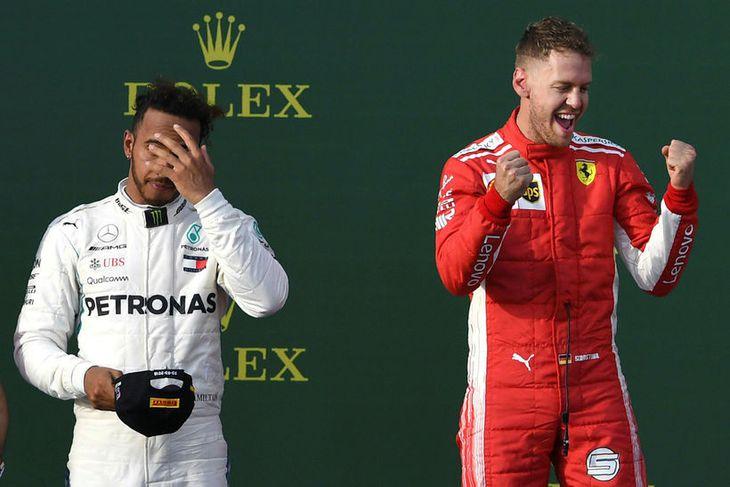 Sebastian Vettel fagnar sigri í Melbourne en Lewis Hamilton (t.v.) varð annar.