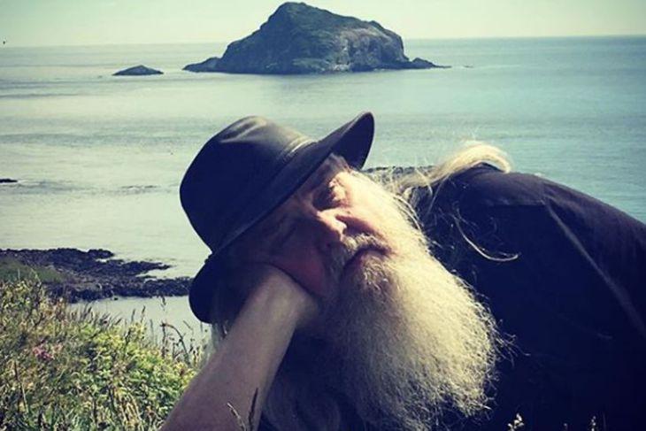 Guðmundur Oddur Magnússon á rómantískri stund út í guðsgrænni náttúrúnni.