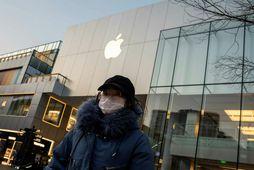 Undirverktakar Apple í Kína hafa þurft að loka verksmiðjum sínum vegna kórónuverunnar.