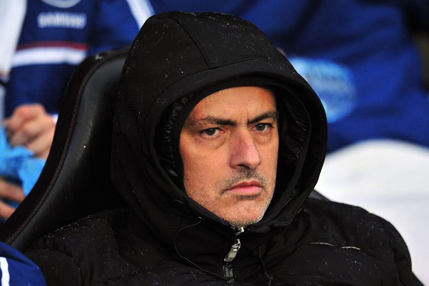 José Mourinho vel dúðaður á St.Marys í dag.