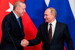 Samkomulag um vopnahlé náðist á fundi Vladimírs Pútíns Rússlandsforseta og Recep Tayyip Erdogan Tyrklandsforseta í …