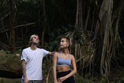 Justin Bieber og Hailey Bieber fara í göngutúra á Havaí.